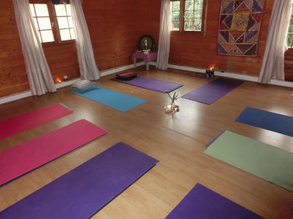 yoga retreat in gr ner oase am traumstrand von zahora. Black Bedroom Furniture Sets. Home Design Ideas